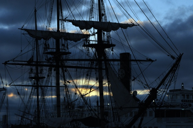 old-sailing-ship-in-sunset-1465403430gR8